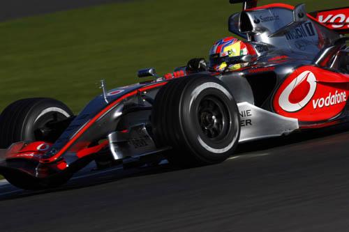 Di Resta pilotando para McLaren