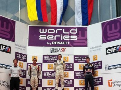 Tunjo fue uno de los destacados de la Formula Renault Eurocup. Aquí compartiendo podio con Kvyat y Frijns en 2011 (c) WSR