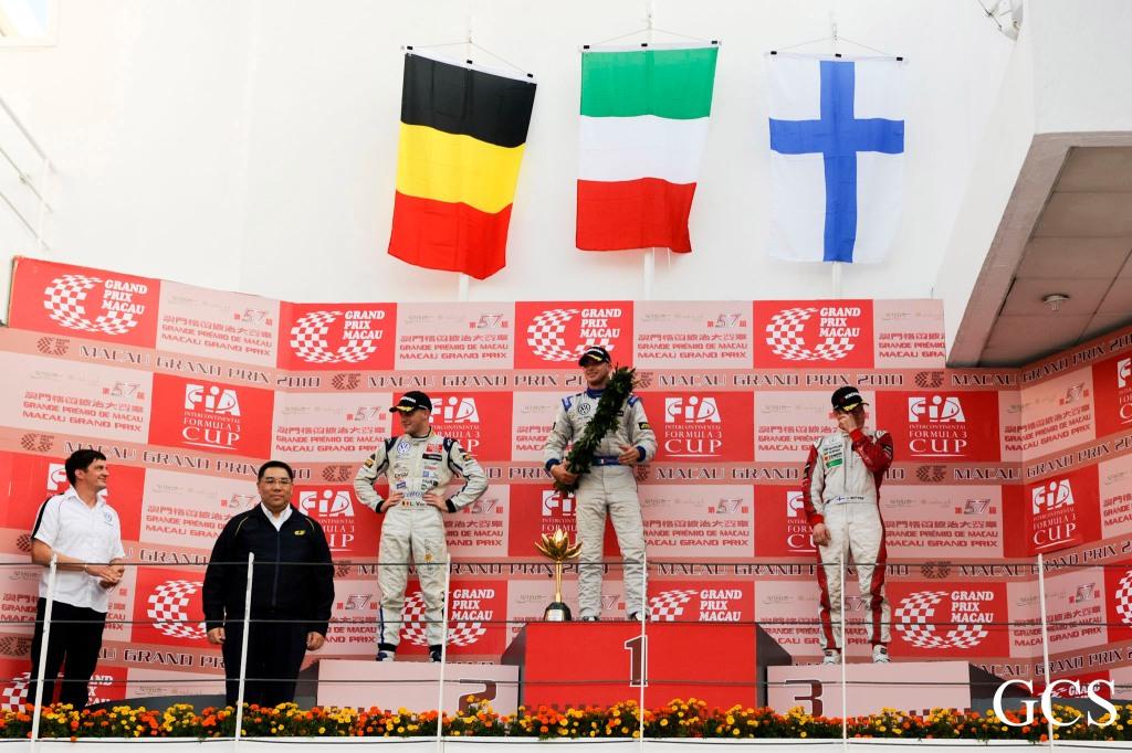 Signature-Volkswagen repitió el 1-2 en el Macau Grand Prix de F3 en 2010. El podio: Laurens Vanthoor (2°), Edoardo Mortara (1°) y Valtteri Botts (3°)