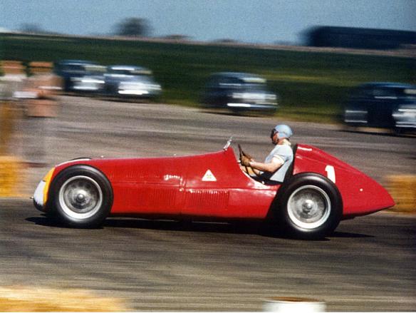 """Juan Manuel Fangio, primer piloto en utilizar el """"1"""", en Gran Bretaña 50"""