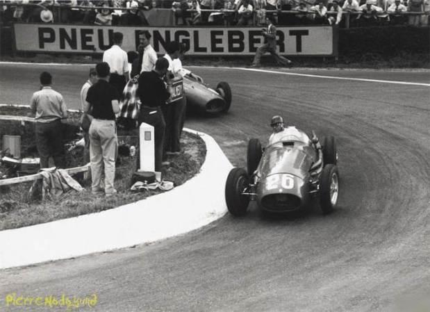 """El primer ganador con el """"26"""", Fangio en Spa 1954."""