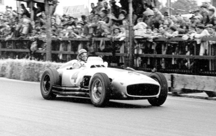 """El único campéon mundial con el """"4"""", el gran Fangio"""