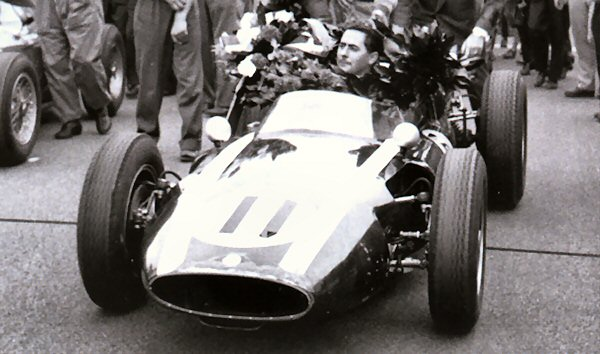 """Primer ganador con el """"11"""", Jack Brabham"""
