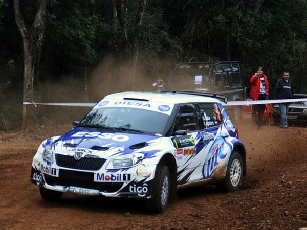 Gustavo Saba sigue corriendo con el Skoda Fabia S2000 en el campeonato de rally nacional y CODASUR