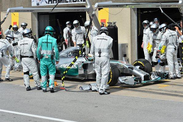 Los problemas aparecieron en Mercedes y Hamilton lo pagó caro.