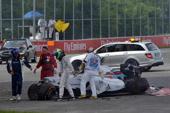 Massa saliendo ileso del accidente con Checo
