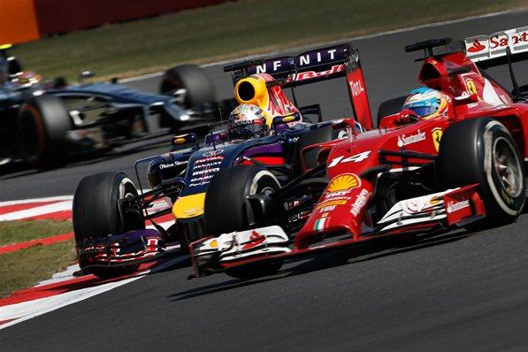 Batalla sin cuartel entre Vettel y Alonso.