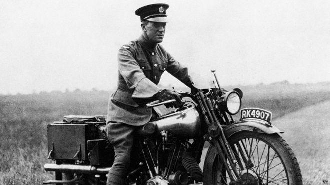 Lawrence de Arabia murió en un accidente de moto en 1935.